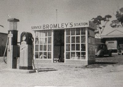 Bromley's Garage Currarong 1944